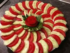 The video consists of 23 Christmas craft ideas. Meat Trays, Veggie Platters, Party Food Platters, Veggie Tray, Meat Platter, Appetizers For Party, Appetizer Recipes, Amazing Food Decoration, Salad Decoration Ideas
