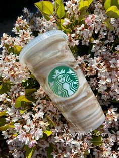 Alcohol Ink Starbucks Cup / Reusable / Epoxy / Brown and White Swirls Personalized Starbucks Cup, Custom Starbucks Cup, Starbucks Gift Card, Starbucks Plastic Cups, Blue Cups, Reusable Cup, Glitter Cups, Rainbow Swirl, Coffee Bottle