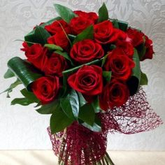Buchet elegant 23 trandafiri rosii cu tija lunga Bouquet Box, Red Rose Bouquet, Red Roses, Christmas Wreaths, Floral Wreath, Holiday Decor, Flowers, Alba, Health Diet