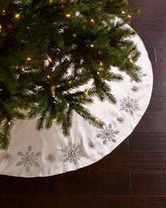 H7WU8  Snowflake Christmas Tree Skirt