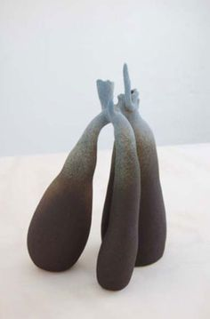 Turi Heisselberg Pedersen - In my garden - vue de l'exposition grès engobe et glaçure Copenhaguen Ceramics - 2012 Sculptures Céramiques, Sculpture Art, Ceramic Clay, Ceramic Pottery, Organic Art, Paperclay, Process Art, Ceramic Design, Old Art