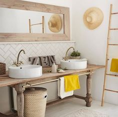 u white, wood and sun notes for a bathroom … all zen! 💦 Ref Source by pascalebegat Modern Bathroom Tile, Bathroom Colors, Bathroom Interior Design, Colorful Bathroom, Bathroom Ideas, Family Bathroom, Bathroom Inspo, Bathroom Storage, Small Bathroom