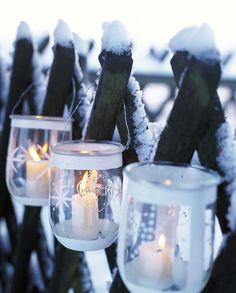 Holz, klassische Farben & viel Selbstgemachtes, dazu funkelnde Lichter & wirbelnde Schneeflocken: Unsere Deko-Ideen zaubern ein Weihnachten wie auf dem Land.