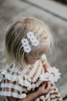 Baby Girl Birthday, 1st Birthday Parties, 2nd Birthday, Daisy Party, Bee Party, Daisy Girl, Wedding Hair Clips, Birthday Pictures, Little Girl Fashion