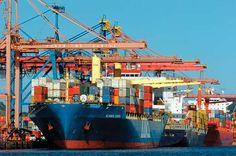 Navios porta-contêineres no Porto de Santos, o principal porto brasileiro e o mais movimentado porto de transporte de carga da América Latina