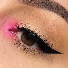 35 Pink Eye Makeup Looks To Try This Season! - olhos bonitos - 35 Pink Eye Makeup Looks To Try This Season! 35 Pink Eye Makeup Looks To Try This Season! Pink Eye Makeup Looks, Eye Makeup Art, Colorful Eye Makeup, Pink Makeup, Makeup Inspo, Makeup Inspiration, Makeup Geek, Bright Pink Eye Makeup, Makeup Brush