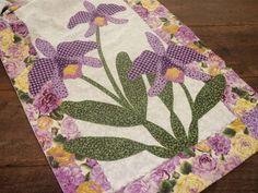 Caminho de mesa em patchwork e aplicacao em tecido 100% algodao, pontos…