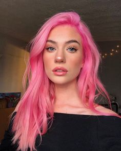 Pink hair color ideas Those looking for pink hairstyles here! The popularity of pink hair continues to increase day by day. Do not think of a single col. Pastel Pink Hair, Hair Color Pink, Hair Dye Colors, Cool Hair Color, Bright Pink Hair, Hot Pink Hair, Unique Hair Color, Unique Hair Cuts, Pink Hair Streaks