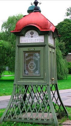 Old-fashioned Stockholm Phonebooth by Fille de l'Air, via Flickr