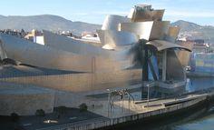 """*""""Guggenheim Bilbao"""", obra de Gehry, um dos arquitetos discutidos no livro de Rafael Moneo Oito arquitetos do cenário internacional contemporâneo são discutidos nos …"""