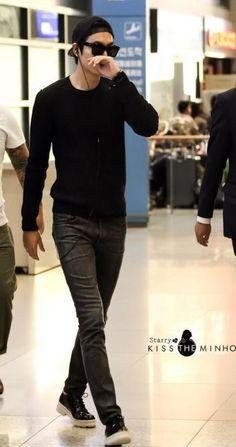 140914 Lee Min Ho @ Incheon Airport back from Thailand Asian Actors, Korean Actresses, Korean Actors, Korean Drama Stars, Korean Drama Quotes, Heo Joon Jae, Stylish Men, Men Casual, Lee Min Ho Kdrama