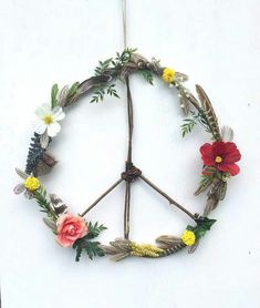 Boho Hippie Wildflowers + Feathers Wooden Peace Sign Wreath---- Well we used natural found elements to create a Remembrance Day wreath. I added tissue paper poppies and no peace sign. Hippie Peace, Hippie Boho, Bohemian, Diy And Crafts, Arts And Crafts, Do It Yourself Baby, Boho Diy, Peace And Love, Diy Home Decor