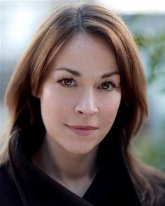 Eva Pope