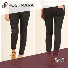 """💣PLUS💣NEW💣MOTO JEGGINGS Washed Moto Jeggings with Pintuck & zipper detail. 60% cotton 40% polyester. XL 36"""" length, 26"""" inseam, 29"""" waist w/o stretch, 35"""" w/stretch. 1X waist 30"""", 36"""". 2X waist 31"""", 37"""". Available in olive, off white, navy, & black! GET YOUR PAIR TODAY!! Pants Ankle & Cropped"""