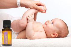 Endlich ruhige Nächte -  so schläft dein Kind gut  Serenity ätherische Ölmischung enthält u.a. Lavendel, Kamille, YlangYlang und Vanille, wirkt beruhigend und fördert einen gesunden Schlaf. Sicher auch für Babies und Kleinkinder.  1 Tropfen Ölmischung mit 1 TL fettem Öl (z.B. Kokosöl) vermischen und abends auf die Fußsohlen massieren. Mit der Kraft der Natur von doTERRA ätherische Öle. Ein wunderbareres Abendritual.