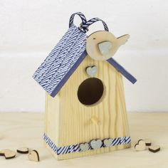 How to decorate a wooden bird house sample with chiyogami paper and wooden embellishments Wooden Bird Houses, Wooden Shapes, Craft Materials, Craft Gifts, Embellishments, Projects To Try, Birdhouse, Paper, Outdoor Decor