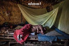 doc! photo magazine presents: Vlad Sokhin - CRYING MERI - VIOLENCE AGAINST WOMEN IN PAPUA NEW GUINEA @ doc! #21 (pp. 119-147)
