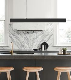 The turn of the new year calls for a new wave of design trends. From opulent to industrial, these interior lighting trends are making a statement. Timber Kitchen, Kitchen Benches, Classic Kitchen, Kitchen Modern, Kitchen Black, Beacon Lighting, Contemporary Kitchen Design, Kitchen Pendants, Küchen Design