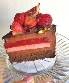 Csokis mousse torta eperzselével