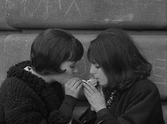 Anna Karina in Vivre sa vie, 1962 directed by Jean-Luc Godard Le Smoking, Women Smoking, Girl Smoking, Anna Karina, Marylin Monroe, French New Wave, Style Parisienne, Jean Luc Godard, French Films