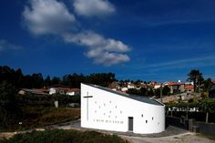 In the beginning of the year 2009 we were commissioned the Project of a Chapel honoring Santa Ana, in a small, triangular piece of land, in Sousanil, Santa Maria da Feira. Visiting the site, we noticed that the given location of the Chapel was in...