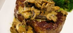 The easiest way to make steak is with creamy sauce and mushrooms at home and in a short time Meat Recipes, Chicken Recipes, Cooking Recipes, How To Make Steak, Creamy Sauce, Stuffed Mushrooms, Pork, Food And Drink, Beef