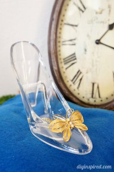 How to make a Cinderella Movie DIY Glass Slipper and Pillow for party decorations (Cinderella Diy Costume) Cinderella Bedroom, Cinderella Movie, Cinderella Slipper, Cinderella Birthday, Cinderella Shoes, Mason Jar Crafts, Mason Jar Diy, Diy Party Room, Fairytale Party
