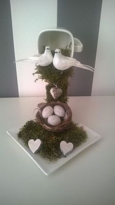 How to make a Zwevend kopje. This has two doves and a nest can use as wedding centerpiece, or baby shower decor with the eggs in basket. Easter Crafts, Christmas Crafts, Christmas Decorations, Tea Cup Art, Tea Cups, Cup And Saucer Crafts, Floating Tea Cup, Teacup Crafts, Crafts To Make