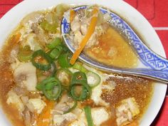Karcsi főzdéje: Csípős-savanyú leves Empanadas, Thai Red Curry, Ramen, Ethnic Recipes, Food, Bulgur, Eten, Empanada, Meals