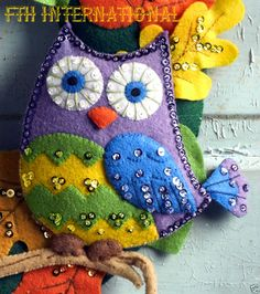 Felt crafts - Details about Bucilla Owl Wreath ~ Felt Fall Colors Kit 86562 Acorns, Leaves Autumn Halloween – Felt crafts Halloween Ornaments, Felt Ornaments, Halloween Diy, Felt Embroidery, Felt Applique, Sewing Crafts, Sewing Projects, Owl Wreaths, Fabric Wreath