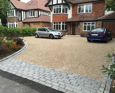 The stone and pebble driveway