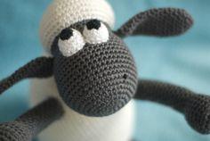 Vandaag een nieuw knuffel van Shaun the Sheep gemaakt! Een 'must have' voor liefhebbers van de serie :)    Afmeting: ca. 20 cm hoog van kop ...