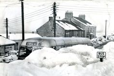 A bus pulls up behind a mound of snow at Flint Hill, Dipton, Co Durham, February 1963 Uk History, Local History, Family History, Uk Weather, Extreme Weather, Nostalgic Pictures, Vintage Pictures, Durham City, St Johns College