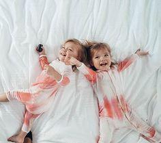 Cute Baby Twins, Cute Little Girls, Cute Kids, Twin Girls, Twin Babies, Cute Photos, Baby Photos, Baby Girl Fashion, Kids Fashion