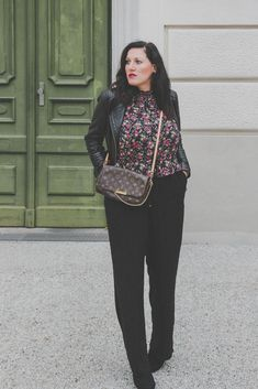 Übergangsjacken - unverzichtbare Must-Have Jacken für den Herbst // Lederjacke, Herbstoutfit, Modeblog, www.miss-classy.com #lederjacke #mode #fashionblogger #modetrends Jeans Und Converse, Jeans Und Sneakers, Fashion Weeks, Fashion Outfits, Fashion Trends, Fashion Bloggers, High End Fashion, I Love Fashion, Real Style