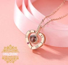 Romantic Love Memory Wedding Necklace Rose Gold&Silver 100 languages I love you Projection Pendant Necklace, Circle Necklace, Love Necklace, Necklace Types, Fashion Necklace, Fashion Jewelry, Pendant Necklace, Liu Jo, Silver Roses, Rose Gold