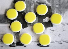 5 Lemon Yellow Vintage Button set - 1.9 cm / 0.7 inches - Antic Sewing Supplies