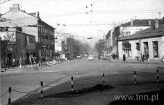 Plac Bychawski, Na zdjęciu z ul. 1 Maja można dostrzec szyld nieistniejącego już kina 'Robotnik'. 1 Maja, Old Pictures, Street View, Historia, Antique Photos, Old Photos