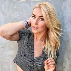 Celebrity hairstylist Riawna Capri filled Instyle in on some of the hottest haircuts and hair colors for fall Blonde Hair Dark Eyes, Fall Blonde, Golden Blonde Hair, Short Blonde, Hot Haircuts, Popular Haircuts, Blonde With Pink, Blonde Color, Blonde Celebrities