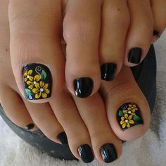 Toe Nail Flower Designs, Manicure Nail Designs, Pedicure Designs, Pedicure Nails, Mani Pedi, Cute Simple Nails, Cute Toe Nails, Pretty Nails, Toe Nail Color