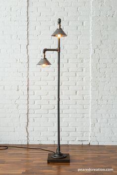 Construí esta lámpara industrial para mi nuevo salón. Se veía espectacular así que pensé que postearlo.  Encaja perfectamente en la esquina de la habitación ya que los bulbos se colocan en un ángulo de 90 grados uno del otro.  Lo que realmente hace interesante la lámpara es el crudo tonos metal inacabados. Las bombillas de filamento reflejan fuera de ellos y dan un gran resplandor ambarino.  Este accesorio usos high-end sin pulir níquel sockets que pueden encenderse y apagarse…