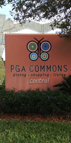 PGA COMMONS in Palm Beach Gardens is an amazing shopping area with luxury boutiques, shop and fabulous restaurants. PGA Commons is the perfect place to spend an afternoon or a morning. #pgacommons