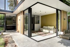 Een moderne aanbouw plus opbouw, een geheel nieuwe keuken en een verlichtingsplan voor een jaren 20 - 30 huis in Waalwijk. Dat was de vraag van de bewoners aan Dosis keuken en interieur, ook gevestigd