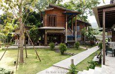 """บ้าน """"ข้างวัด"""" ประติมากรรมแห่งชุมชนไทย"""