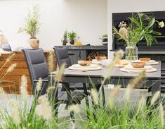 Stek Magazine: Kijkje in de tuin Oil Barrel, Outdoor Furniture Sets, Outdoor Decor, Bungalows, Balcony, Garden Ideas, Planters, Gardens, Outdoors