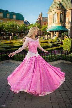 Walt Disney World Photo: disney world Sleeping Beauty Wedding, Sleeping Beauty Costume, Aurora Sleeping Beauty, Robes Disney, Disney Dresses, Disney Parks, Walt Disney World, Disney Pixar, Aurora Disney
