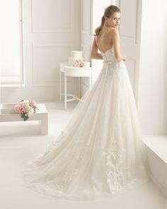 Vestido de encaje bordado pedreria en color natural. Vestido de encaje bordado pedreria en color blanco.
