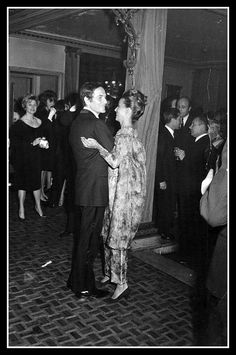 Jeanne Moreau (wearing an evening gown of Cardin haute couture collection for the Spring/Summer of photographed with her partner Pierre Cardin in Paris Jeanne Moreau, Elisabeth Moss, Famous Couples, Schneider, Pierre Cardin, Couture Collection, My Eyes, Evening Gowns, Two By Two