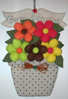 Discover thousands of images about Galinha peso de porta (I just gotta make this one. Patch Quilt, Applique Quilts, Quilt Blocks, Flower Crafts, Diy Flowers, Fabric Flowers, Paper Flowers, Fabric Crafts, Diy And Crafts
