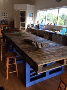 Pallet Modern Kitchen Table #Kitchen, #PalletTable, #RecycledPallet
